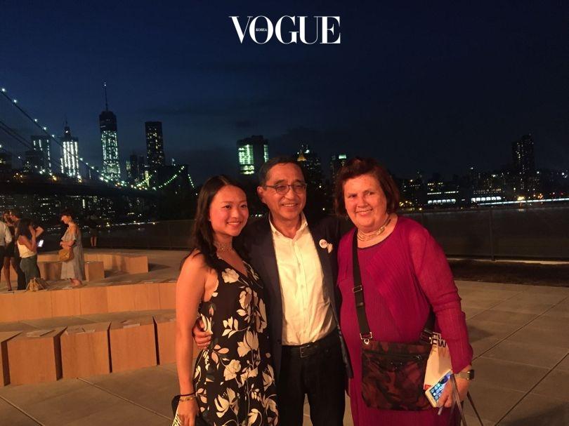 타쿤 뉴욕 패션위크 쇼에서의 수지 멘키스 (Suzy Menkes), 실라 추 (Silas Chou)와 딸 비비안 추 (Vivian Chou).