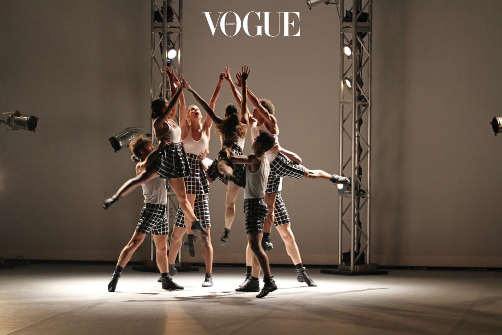L.A. 댄스 프로젝트를 이끌고 있는 안무가 벤자민 밀레피드와 유서 깊은 보석상 반클리프 아펠의 협업으로 탄생한 발레 작품 '보석(Gems)'. 총 세 편으로 구성된 이 작품의 마지막 공연 가 런던 새들러스 웰스 극장에서 개막됐다.