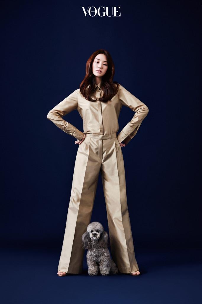프린트 재킷은 겐조 제품.
