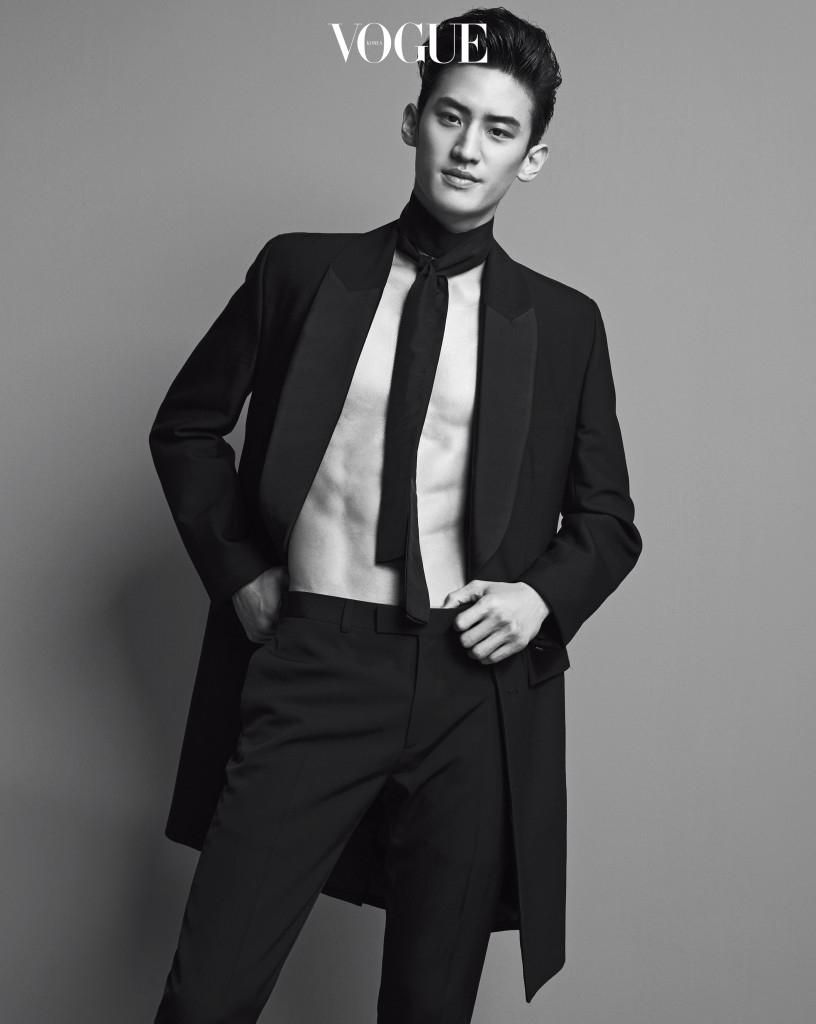 이대훈이 입은 턱시도 코트와 타이는 87mm, 팬츠는 디올 옴므(Dior Homme).