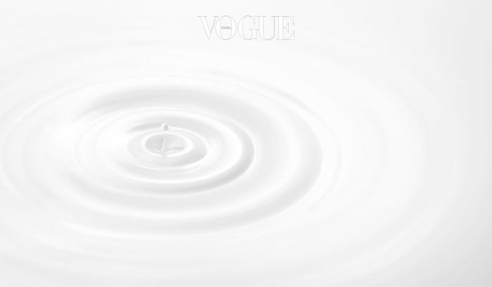 [아모레퍼시픽] 더 에센셜 크림 플루이드_DM컷_2