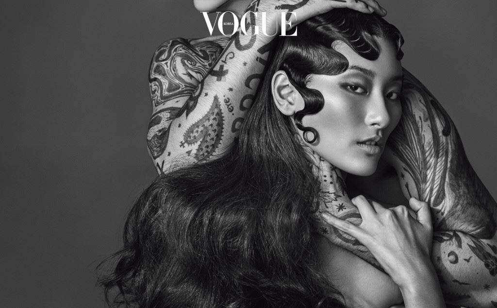 Glow Flow 여자의 뒷모습에서 나이가 읽힌다면 그건 윤기를 잃은 머릿결 때문이다. 젊음의 상징, 엔젤링을 되찾는 방법? 트리트먼트 마스크와 헤어 에센스가 합작한 눈속임!