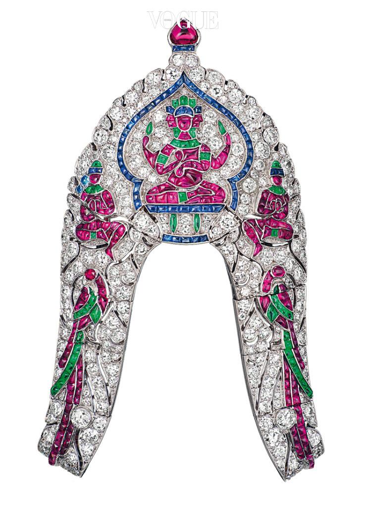이집트가 영감이 된 '사르페크(1924년)'. 에메랄드, 사파이어, 루비, 다이아몬드를 장식했다.