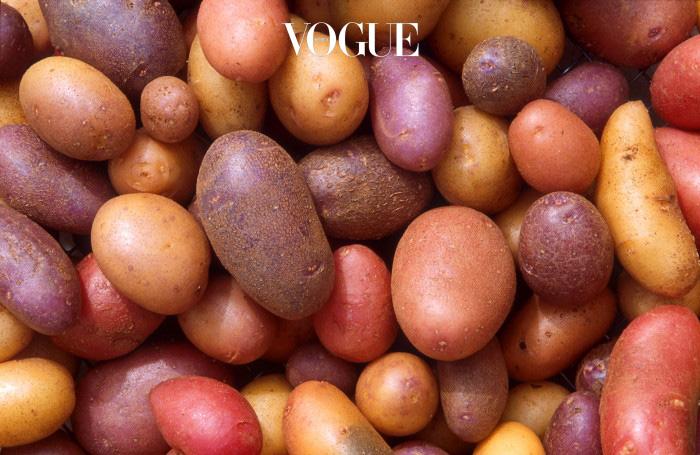 6. 감자 감자 전분은 수분 보유량이 많아 가스를 유발하는 일등공신입니다. 특히 고열량의 오일과 소금으로 조리하는 감자 튀김은 소화불량을 촉진시킵니다.