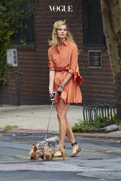 EXCLUSIVE: Karlie Kloss spotted wearing coral colored dress while walking her Yorkshire Terrier Joe, in NYC Pictured: Karlie Kloss Ref: SPL1125255  130915   EXCLUSIVE Picture by: J. Webber / Splash News Splash News and Pictures Los Angeles:310-821-2666 New York:212-619-2666 London:870-934-2666 photodesk@splashnews.com