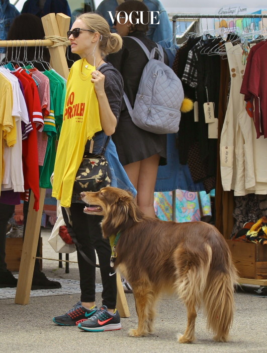 EXCLUSIVE: Amanda Seyfried shops for vintage clothing at the Silverlake Farmers Market with her dog Finn. Amanda wore a denim jacket with a Givenchy, Black Pandora Mini Magnolia Butterfly print handbag. Pictured: Amanda Seyfried Ref: SPL1258680  120416   EXCLUSIVE Picture by: Boggs / Splash News Splash News and Pictures Los Angeles:310-821-2666 New York:212-619-2666 London:870-934-2666 photodesk@splashnews.com