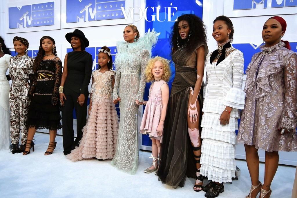 또한, 비욘세의 6집 앨범  뮤직 필름에 등장,  같이 출연한 인물들과 함께 Mtv VMA 시상식에도 참석!