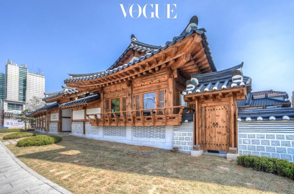 바로 여기! 지난 9월에 문을 연 서울돈화문국악당에서 가능합니다. 스피커 없이 국악의 원음을 들을 수 있는 공연장이에요.