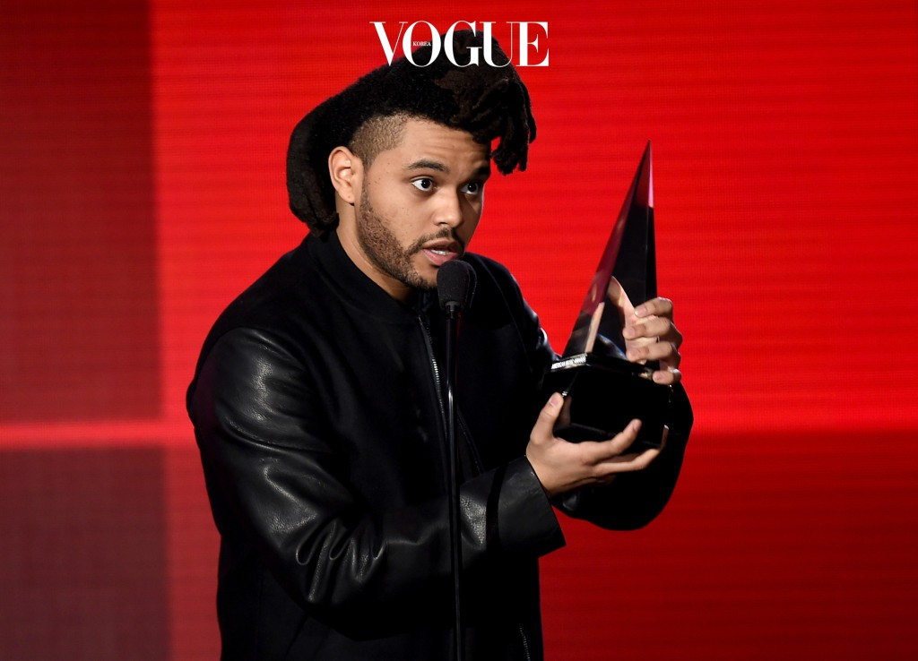 LOS ANGELES, CA - NOVEMBER 22:  Singer The Weeknd accepts Favorite Soul/R&B Male Artist award onstage during the 2015 American Music Awards at Microsoft Theater on November 22, 2015 in Los Angeles, California.  (Photo by Kevin Winter/Getty Images)