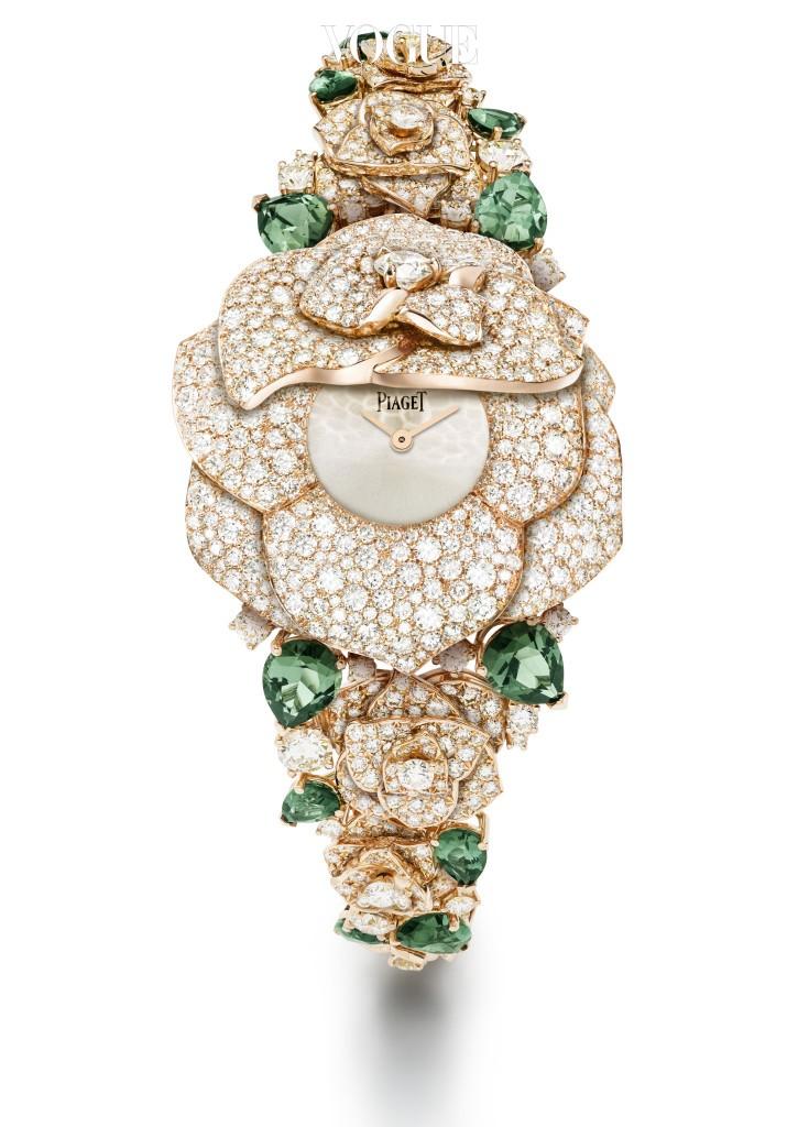 다이아몬드와 투르말린, 핑크 골드가 어우러져 향기로운 장미 꽃을 완성한 피아제의 주얼 워치. 장미꽃 케이스를 열면 자그마한 다이얼이 앙증맞게 드러나는 디자인이 특징. 가격은 5억 5천만원 대.