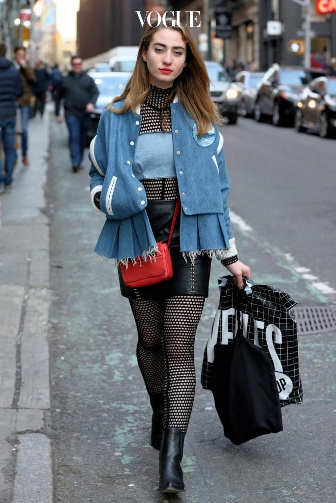 놀랍게도 최근에는 이런 피시넷으로 된 전신 보디수트를 입기도 하거든요.
