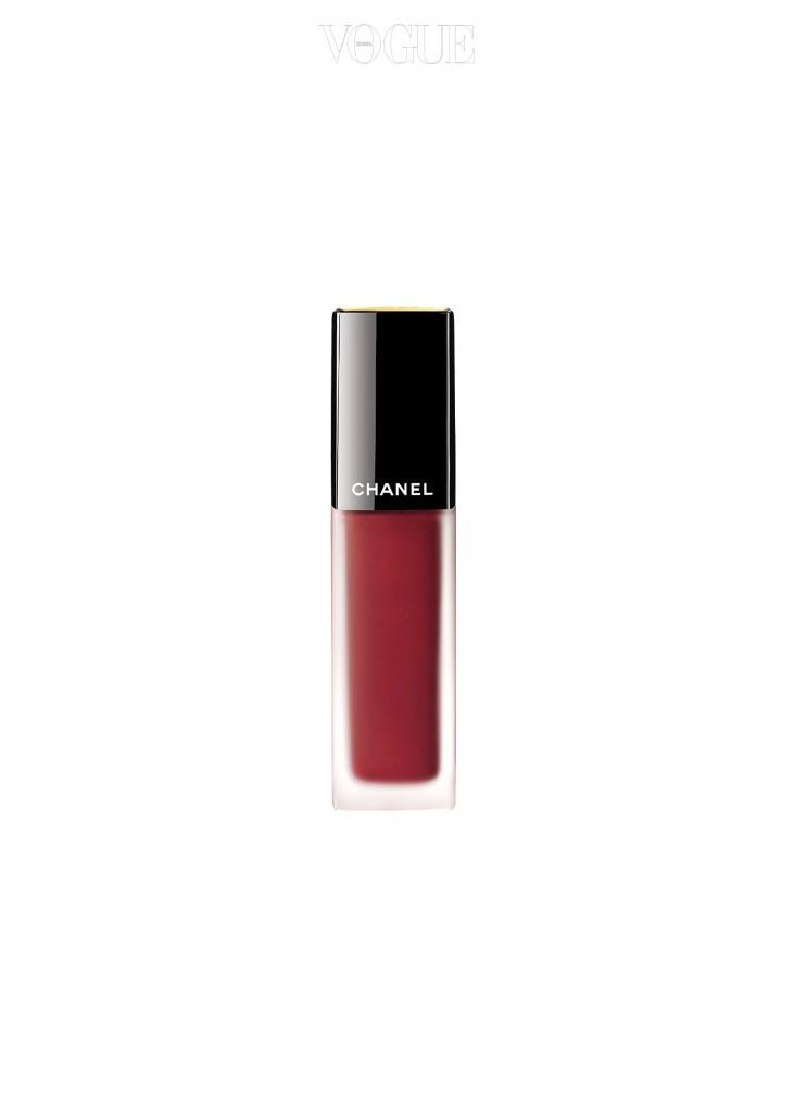 지속력, 밀착력, 보습력. 립 제품의 미덕을 고루 충족하는 샤넬 '루쥬 알뤼르 잉크' 152호 쇼껑.