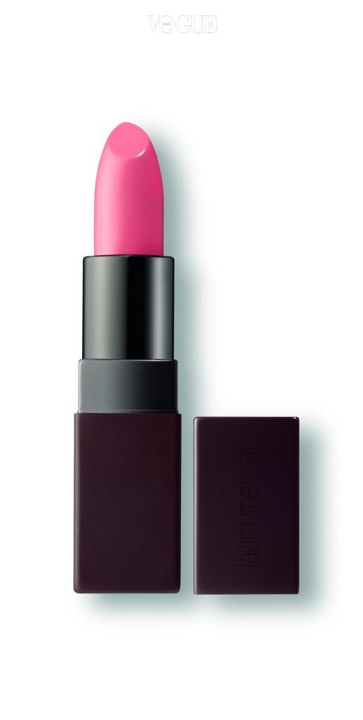 청순가련 여성미를 극대화하는 로라 메르시에의 코럴 핑크 립스틱 '벨루어 러버스 립컬러' 인팩추에이션 컬러.