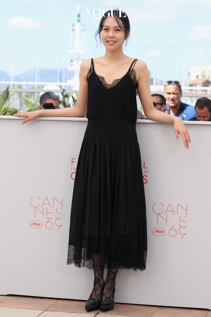 """CANNES, FRANCE - MAY 14:  Actress Kim Min-Hee attends """"The Handmaiden (Mademoiselle)"""" photocall during the 69th annual Cannes Film Festival at the Palais des Festivals on May 14, 2016 in Cannes, France.  (Photo by Andreas Rentz/Getty Images)"""