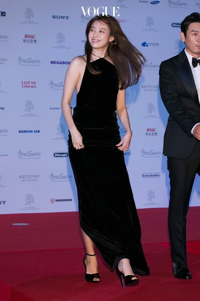 BUSAN, SOUTH KOREA - OCTOBER 06:  South Korean actress Han Hyo-Joo attends the opening of the 21st Busan International Film Festival on October 6, 2016 in Busan, South Korea.  (Photo by Han Myung-Gu/Getty Images)