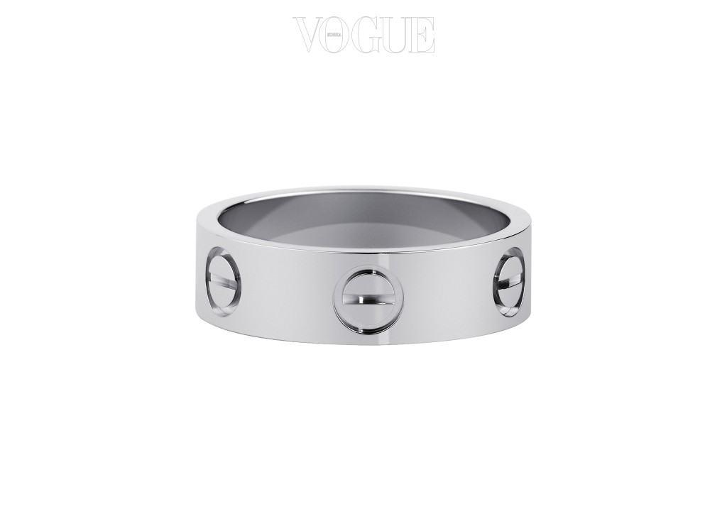 Cartier화이트 골드에 다이아몬드 3개가 세팅된 러브 반지. 440만원대.