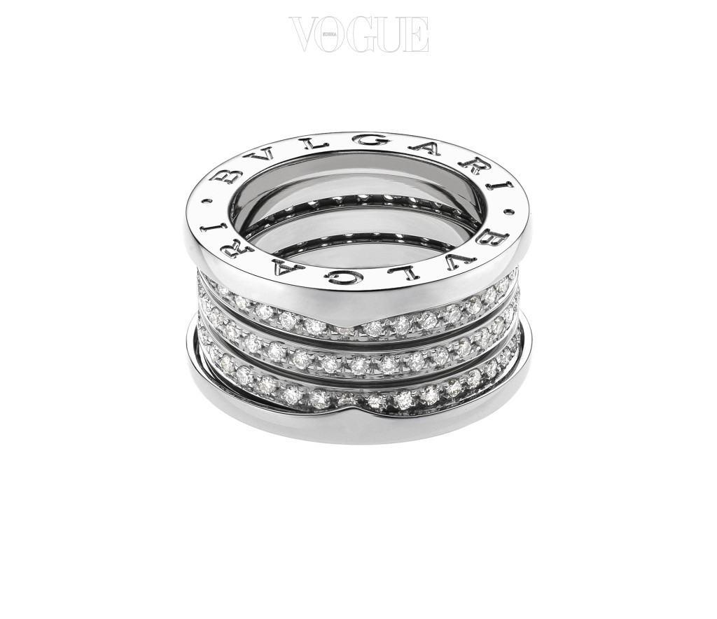 Bulgari화이트 골드에 다이아몬드가 세팅된 밴드 링. 1000만원대