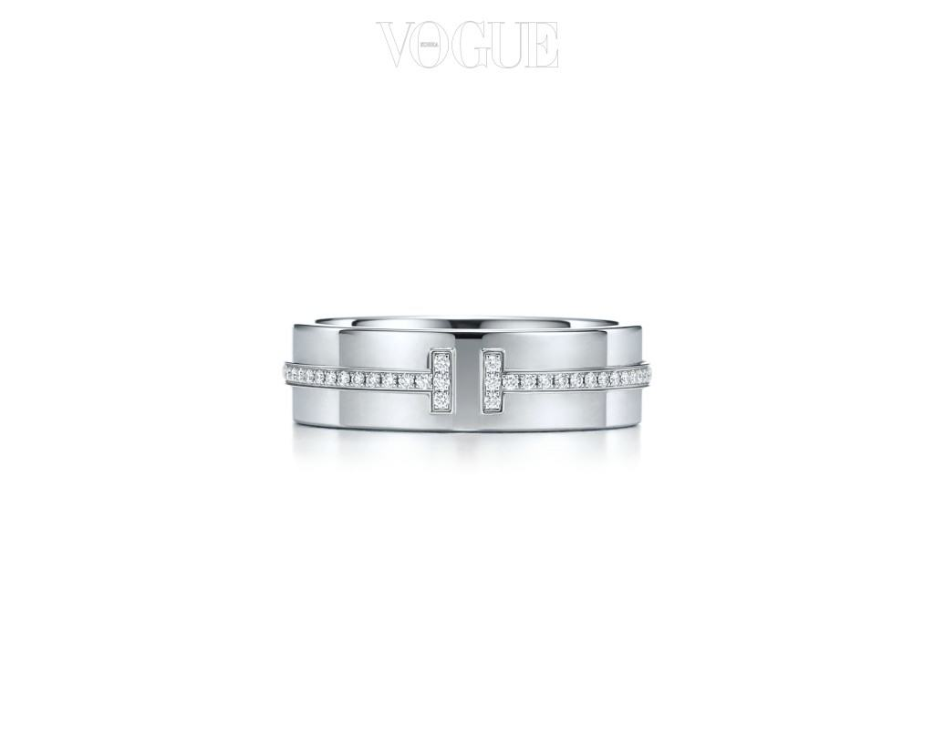 Tiffany&Co.18K 화이트 골드에 다이아몬드가 T 형태로 세팅된 반지. 480만원대