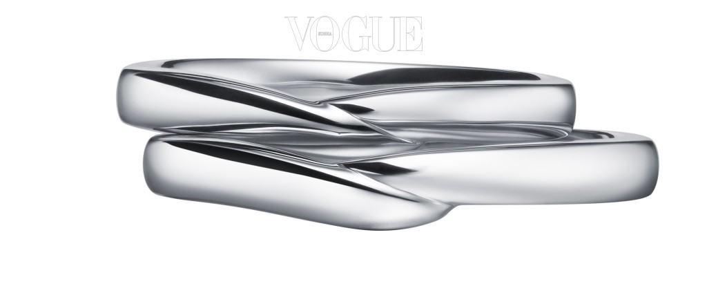 Tasaki마치 두 손을 마주 잡고 있는 듯한 디자인이 특징인 플래티넘 소재를 사용한 스틸레 반지. 140만원대
