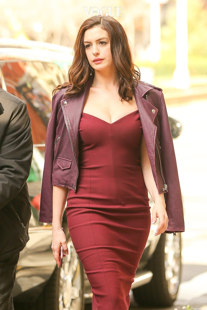 Anne Hathaway looks stunning in a burgundy dress on the set of Ocean's Eight in New York City. Pictured: Anne Hathaway Ref: SPL1403595  021216   Picture by: Felipe Ramales/ Splash News Splash News and Pictures Los Angeles:310-821-2666 New York: 212-619-2666 London:870-934-2666 photodesk@splashnews.com