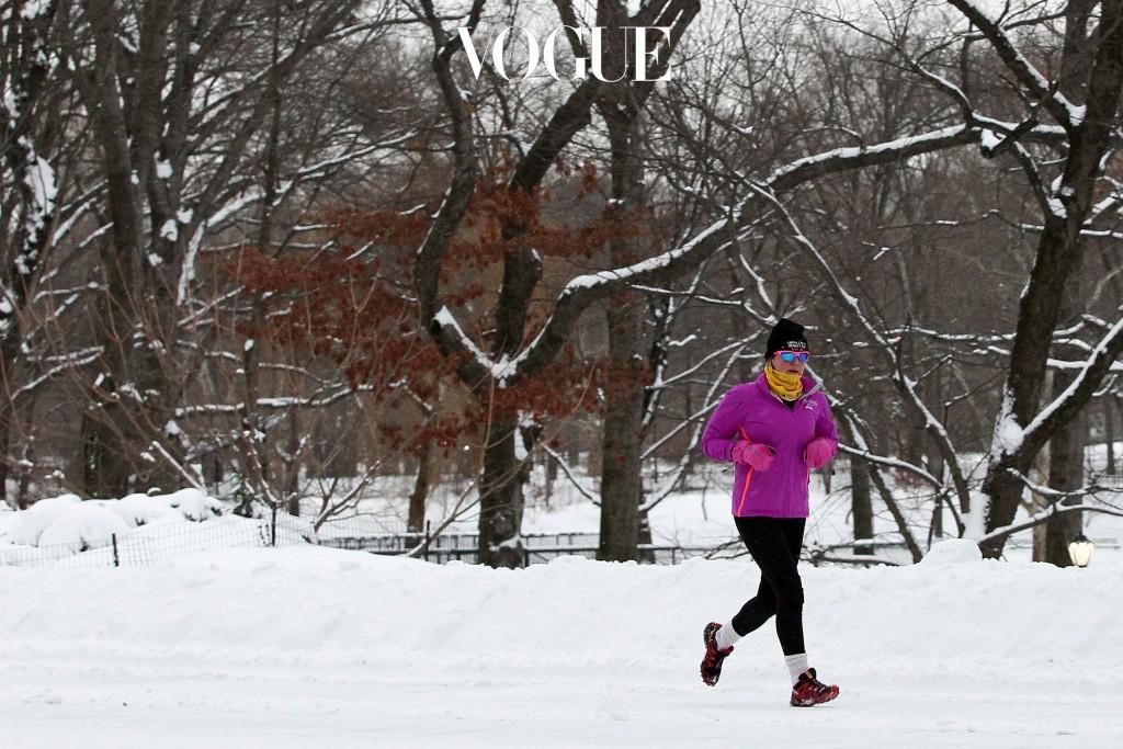 혹시 추운 겨울에 누가 운동을 하냐고, 게다가 스타일 망치는 흉측한 운동복을 입을 수는 없다며 온갖 핑계 다 대고 있나요?