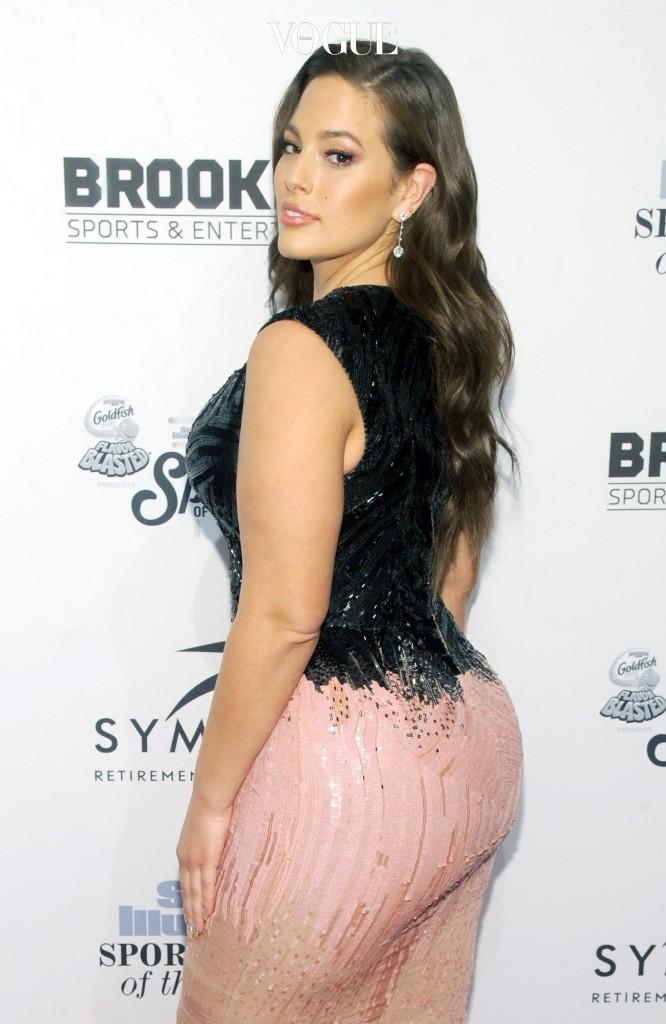 지금 가장 떠오르는 스타 모델 중 한 명인 애슐리 그레이엄. 그녀의 모습이 패션 모델과 달라 보이지 않나요? 모델스 닷컴이 선정한 '가장 섹시한 모델들(Top sexiest models)' 명단에도 이름을 올린 그녀는 키 175cm에 91kg인 플러스 사이즈 모델입니다.