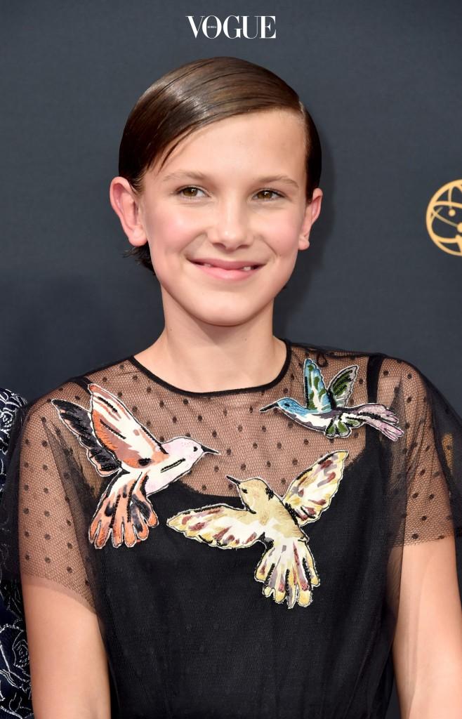 지난 9월 에미 시상식에서 발렌티노 드레스를 입은 밀리 바비 브라운.