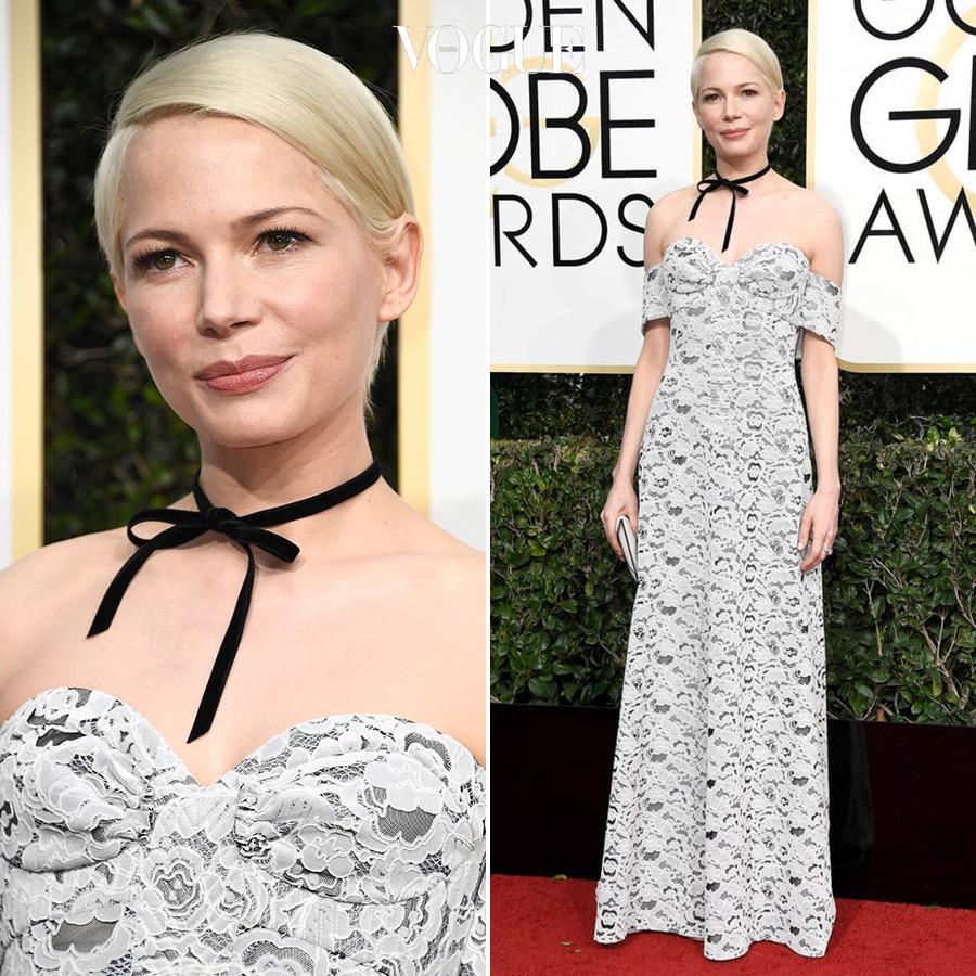 루이비통 레이스 드레스를 입은 미셸 윌리엄스.