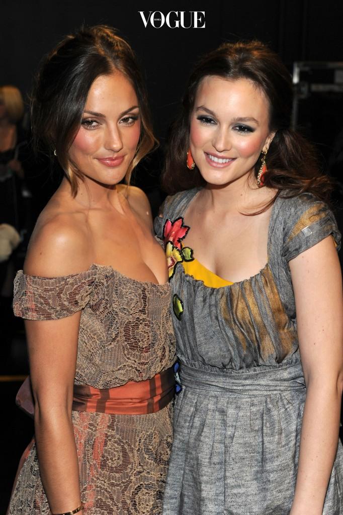 서로의 닮은꼴 존재에 대해 알았던 둘은 2011년 시상식에서 만나 반가운 사진을 찍기도 했답니다.