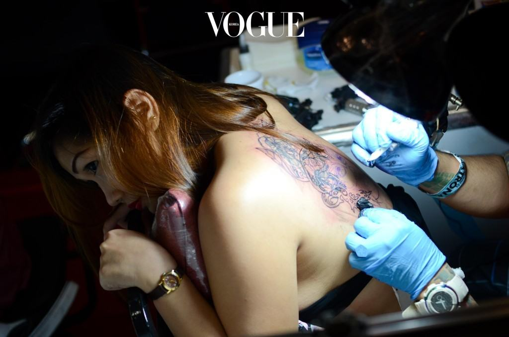 MANILA, PHILIPPINES - SEPTEMBER 28:  A woman gets tattooed by a tattoo artist during the Dutdutan Tattoo Festival on September 28, 2013 in Manila, Philippines. The festival is the biggest tattoo exposition in Manila attracting enthusiasts from Malaysia, Indonesia, Singapore, Japan, Guam, Germany and the United States.  (Photo by Dondi Tawatao/Getty Images)