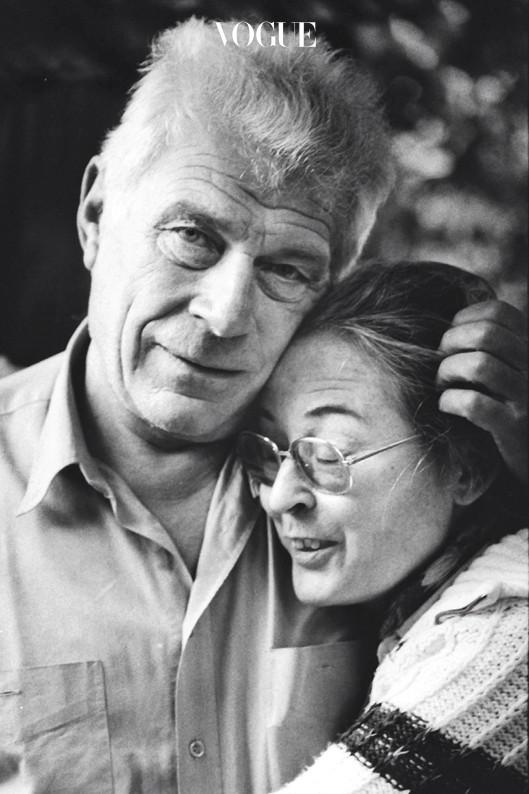 1996년 아내 베벌리 밴크로프트 버거와 함께. 드로잉은 에 '자화상'이라는 글과 함께 실릴 '올리브의 텍스트'.