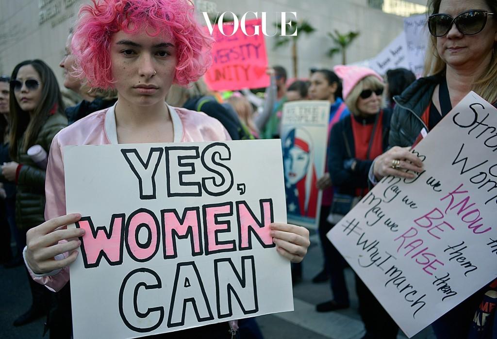 그것은 단순히 미국의 대선만을 놓고 일어난 집회가 아닌,  여성, 이민자, 장애우, 성적 소수자들을 공공연히 비난하고 무시하는 트럼프와 그를 지지하는 잘못된 우월주의에 반대하는 사람들의 목소리였습니다.