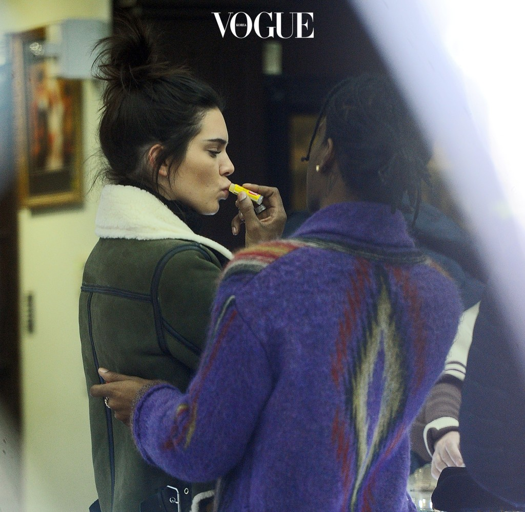 Kendall Jenner and A.S.A.P Rocky go jewelry shopping in the diamond district in NYC. Kendall was seen getting extra close with A.S.A.P sparking interest that they are a couple. Kendall got fittings done for her new custom grills while A.S.A.P shopped for a new chain. Pictured: Kendall Jenner Ref: SPL1424229  180117   Picture by: Jawad Elatab / Splash News Splash News and Pictures Los Angeles:310-821-2666 New York:212-619-2666 London: 870-934-2666 photodesk@splashnews.com