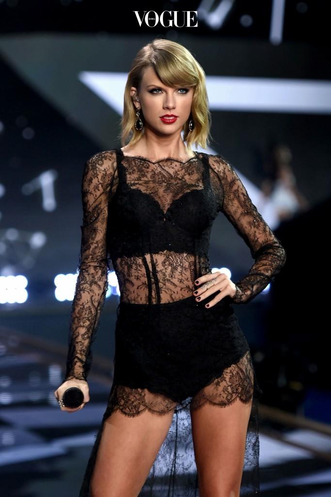 최근 트렌드 아이템으로 급부상한 '브라렛' 또한 가슴 작은 그녀들이 했을 때 더욱 예뻐 보인다는 사실. Taylor Swift