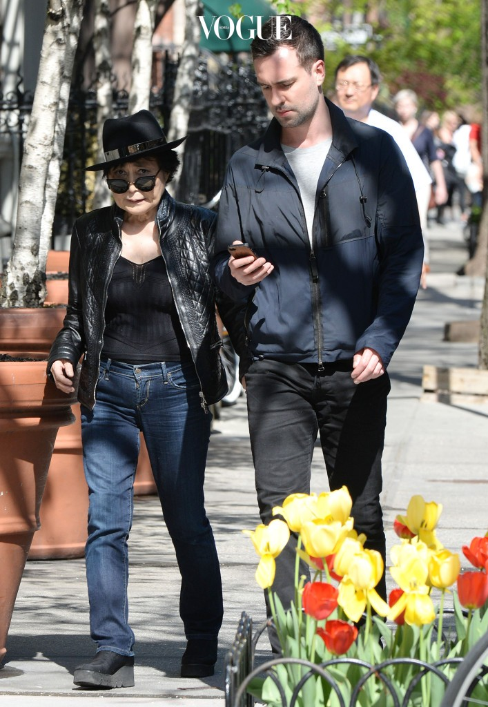 NO JUST JARED OR DAILY MAIL USAGE Yoko Ono out and about in New York City. Pictured: Yoko Ono Ref: SPL749434  010514   Picture by: Splash News Splash News and Pictures Los Angeles:310-821-2666 New York:212-619-2666 London:870-934-2666 photodesk@splashnews.com