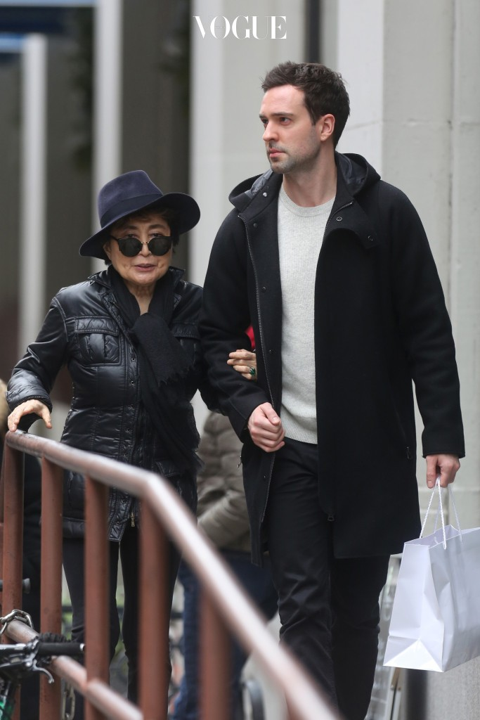UK CLIENTS MUST CREDIT: AKM-GSI ONLY Yoko Ono walks to lunch with a friend in a stylish hat in New York City, NY. Pictured: Yoko Ono Ref: SPL1199728  211215   Picture by: AKM-GSI / Splash News