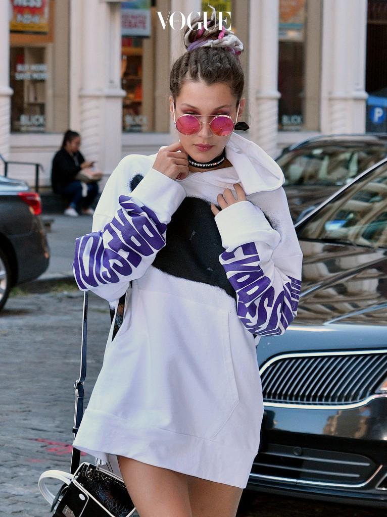Model Bella Hadid arrives at her sister Gigi's East Village apartment on September 15 2016 in New York City. Pictured: Bella Hadid Ref: SPL1355431  150916   Picture by: Splash News Splash News and Pictures Los Angeles:310-821-2666 New York:212-619-2666 London:870-934-2666 photodesk@splashnews.com