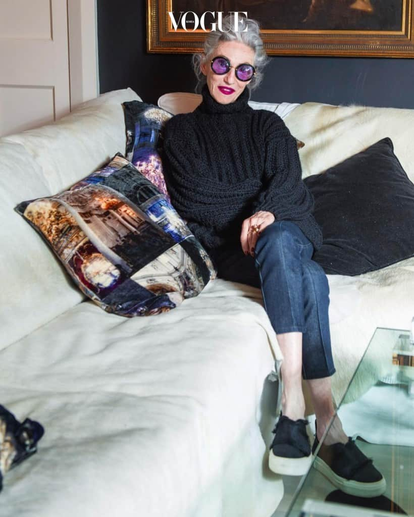 여기 그 어렵다는 '에포틀리스 시크'를 몸소 보여주는 존재가 있습니다. 70대 중반이라는 나이가 믿기지 않을 만큼 멋진 린다 로댕!