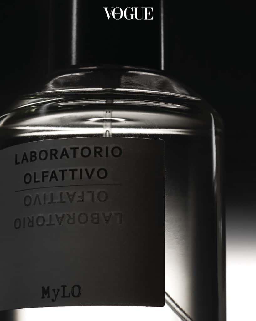 라보라토리오 올파티보 Laboratorio Olfattivo'마일로'. 화이트 릴리에서 영감을 받은 관능적인 향이다. 전체적으로는 프루티 플로럴 계열로 따뜻하고 보드라운 여운이 인상적.