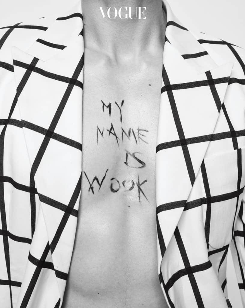 랙블 앤 화이트 체크무늬 재킷은 우영미(Wooyoungmi).