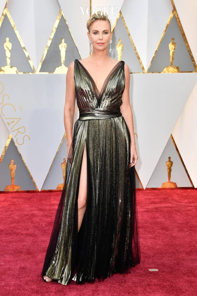 HOLLYWOOD, CA - FEBRUARY 26:  Actor Charlize Theron attends the 89th Annual Academy Awards at Hollywood & Highland Center on February 26, 2017 in Hollywood, California.  (Photo by Frazer Harrison/Getty Images)
