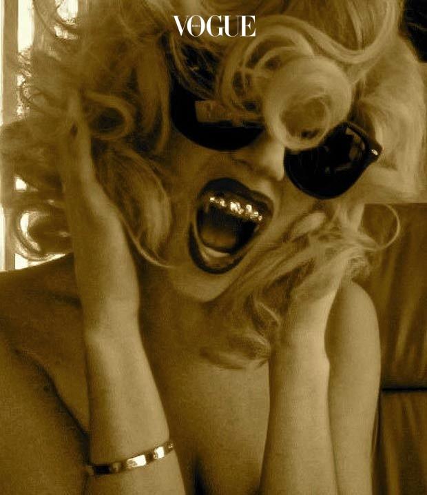 레이디 가가 Lady Gaga 역시 실망시키지 않는 코스튬의 여왕! 블링블링 골드 그릴로 파격적인 모습을 연출했습니다. @ladygaga