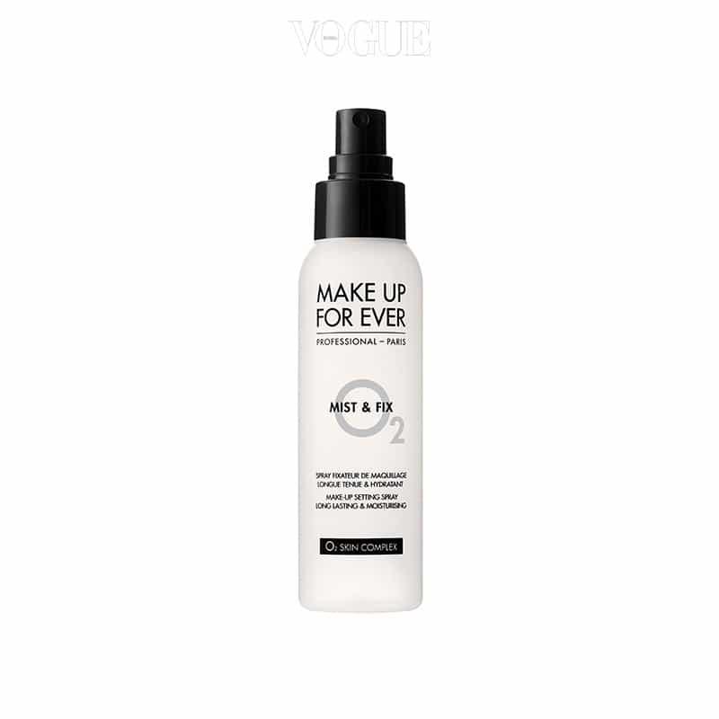 화장 전에 사용하면 끈적임 없이 피부에 윤기를, 화장 후에 사용하면 탁월한 픽서 효과를 주는 제품이에요. 125ml, 3만9천원.