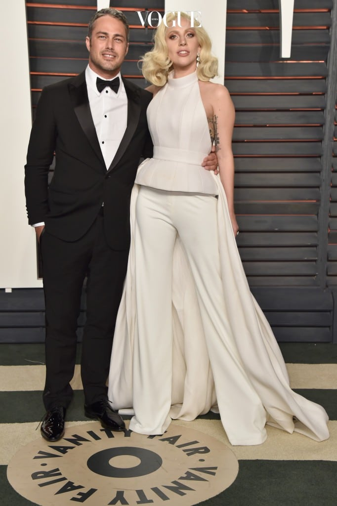 BEVERLY HILLS, CA - FEBRUARY 28:  Actor Taylor Kinney and recording artist Lady Gaga attend the 2016 Vanity Fair Oscar Party Hosted By Graydon Carter at the Wallis Annenberg Center for the Performing Arts on February 28, 2016 in Beverly Hills, California.  (Photo by Pascal Le Segretain/Getty Images)