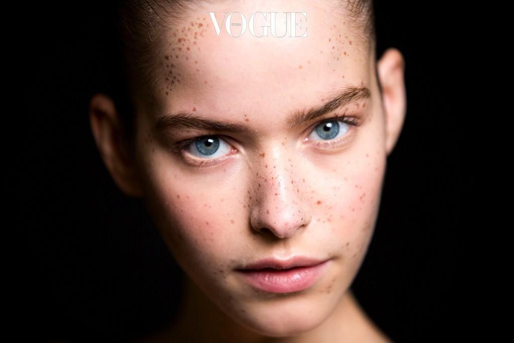 태양 아래 눈부신 아름다움을 발하는 캘리포니아 소녀의 건강한 이미지를 표현하기에 최적의 방법이자,