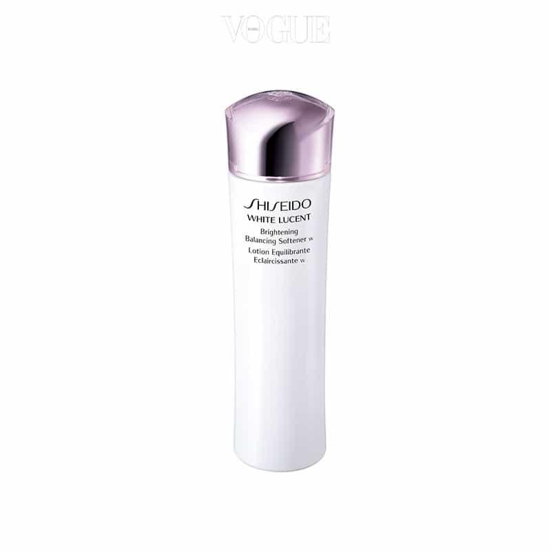 묵은 각질을 제거하고 피부에 충분한 수분을 더해 안색이 한결 밝아지는 기분이 들죠. 150ml, 6만8천원.