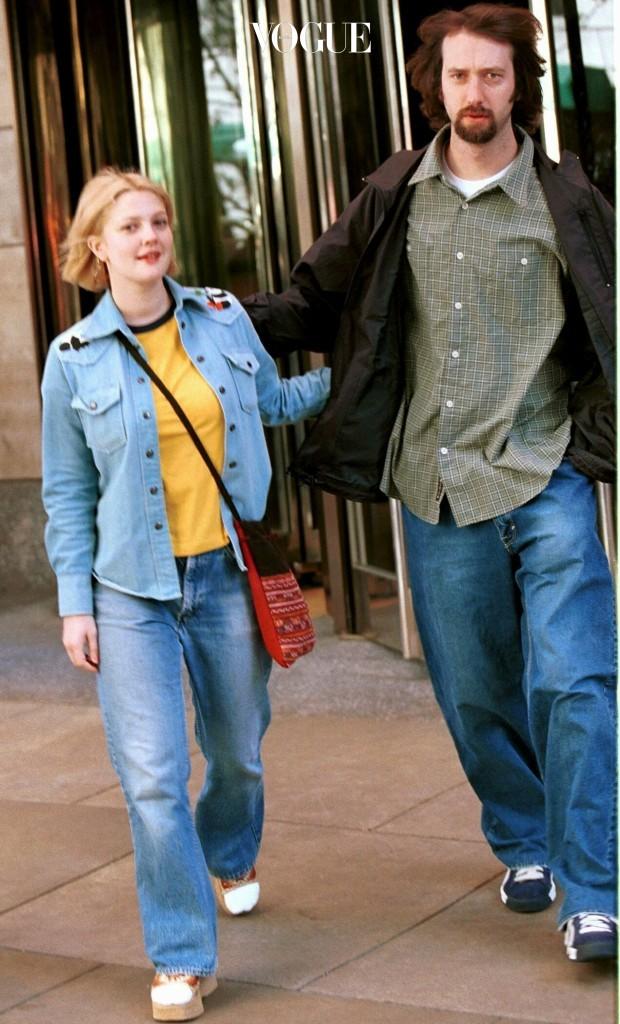하지만 우린 이미 겪어봤죠. 인생에서 적어도 두 번은 만나본 패션이니까요. 드류 베리모어 Drew Barrymore, 2001/04/14