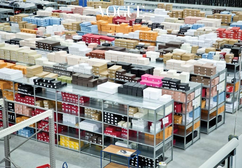 독일 뮌헨에 자리한 마이테레사닷컴의 헤드 오피스와 물류 창고. 유럽은 24시간, 아시아는 48시간 내 배송이 가능한 이유는 체계화된 물류 창고 덕분이다. 제품 입고부터 배송까지 세 번의 퀄리티 검사와 고급스러운 포장이 수작업으로 이루어진다.