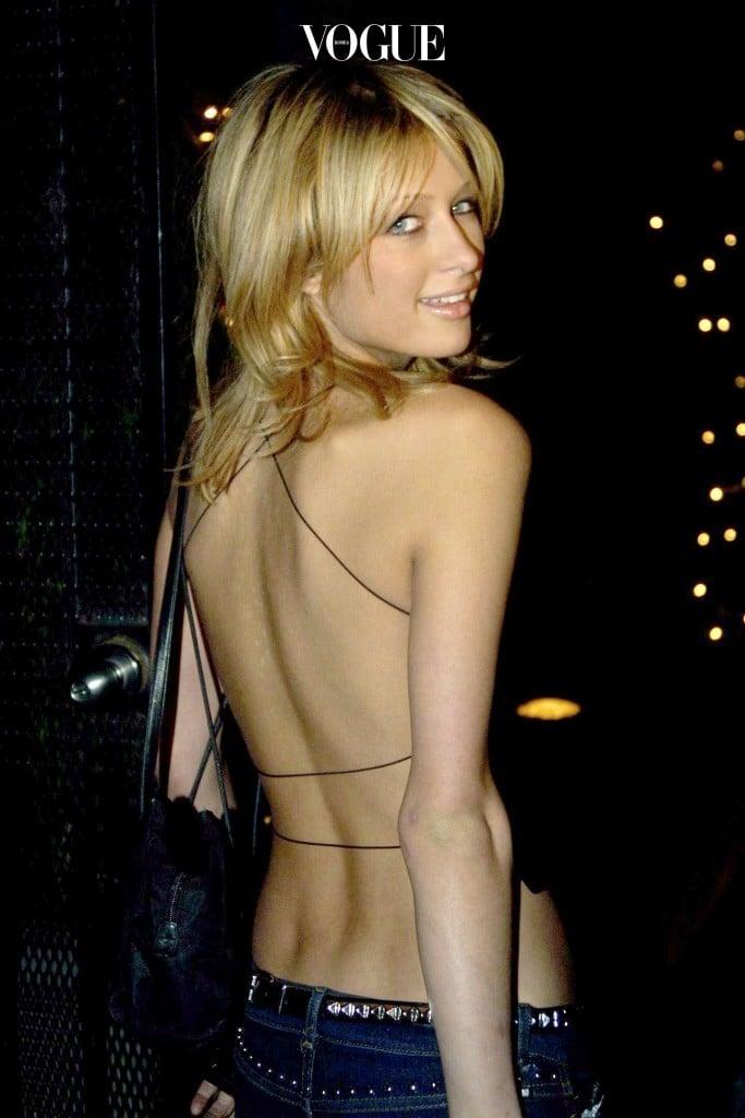 실 오라기 몇 개로 등을 훅 깐(?) 스타일부터 패리스 힐튼 Paris Hilton
