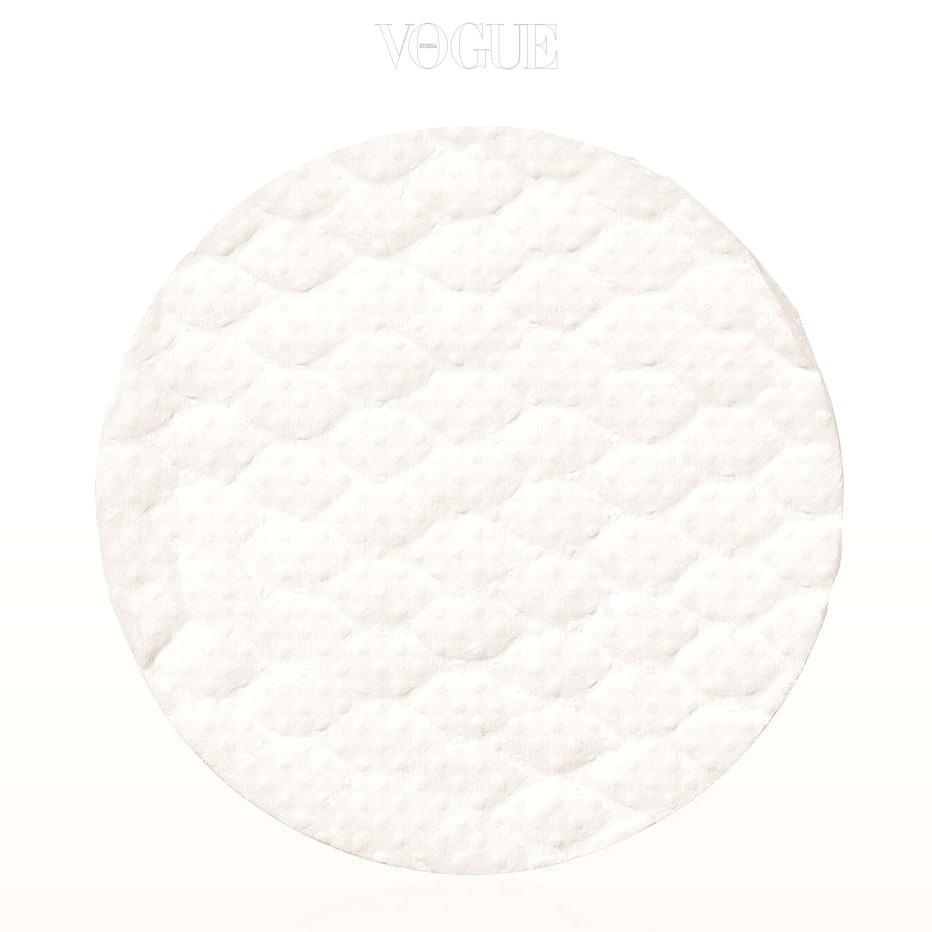 - 각질 패드 활용하기 피부가 예민하거나 여드름이 심하게 돋았을 때는 스크럽을 사용하지 말고 각질 패드, 모공 패드, 클렌징 패드로 불리는 제품을 사용하는 것이 좋습니다. AHA, BHA 성분이 함유되어 부드럽게 각질 제거를 해주거든요.